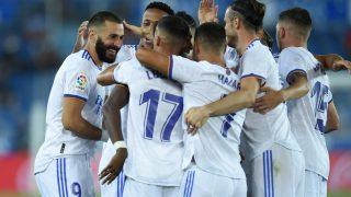 Los jugadores del Real Madrid celebran uno de los goles de Benzema. (Getty)