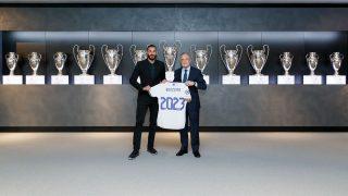 Benzema renueva con con el Real Madrid. (Realmadrid.com)