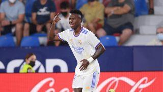 Vinicius celebra uno de sus goles ante el Levante (Getty).