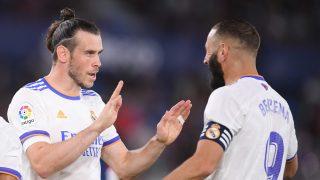 Bale celebra un gol con Benzema. (Getty)