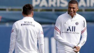 Mbappé, en un entrenamiento con Messi.