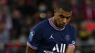 Mbappé, con gesto serio en el Stade de Reims-PSG. (AFP)
