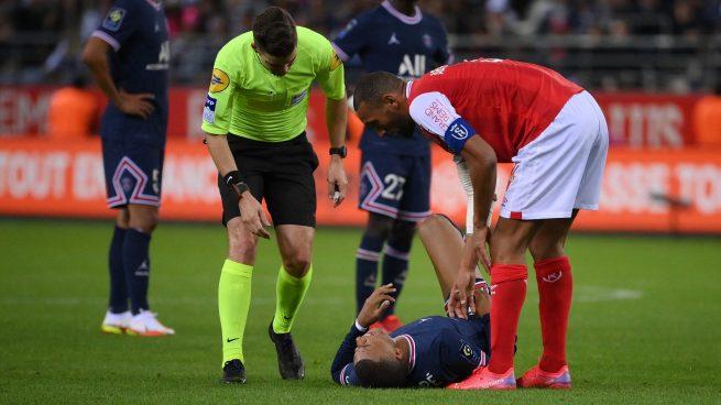 Mbappé tras recibir una entrada en el Reims-PSG