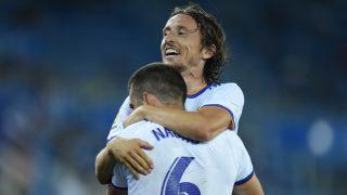 Modric celebra con Nacho un gol (Getty).