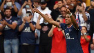 Mbappé celebra su gol al Clermont. (AFP)