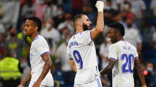 Benzema celebra uno de sus goles al Celta. (AFP)