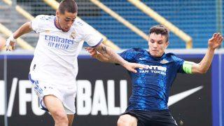 Aranda conduce un balón ante el Inter. (Realmadrid.com)