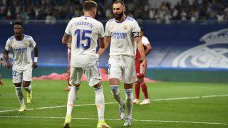 Valverde celebra un gol con Benzema. (AFP)
