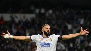 Benzema celebra uno de sus goles. (AFP)