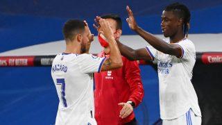 Hazard y Camavinga. (AFP)