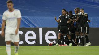 Los jugadores del Sheriff celebran un gol en el Bernabéu. (Getty)