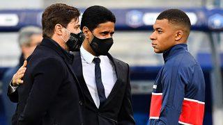 Mbappé, junto a Al-Khelaifi y Pochettino. (AFP)