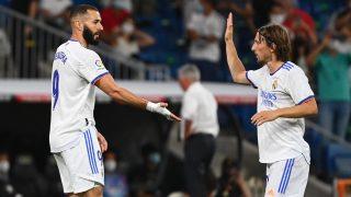 Karim Benzema y Luka Modric durante un partido esta temporada. (AFP)