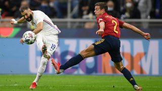 Benzema, en la acción en la anota su gol a España. (Getty)