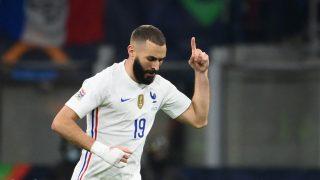 Benzema celebra un gol con Francia. (AFP)