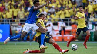 Eder Militao durante el partido que Brasil jugó ante Colombia. (Getty)