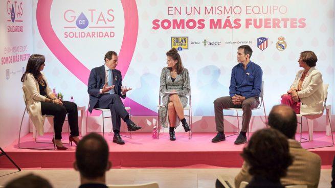 Real Madrid y Atlético de Madrid, juntos en el proyecto de la Asociación Española contra el Cáncer y Solán de Cabras