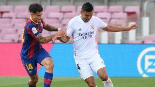 Coutinho y Casemiro durante un Clásico en el Camp Nou. (AFP)
