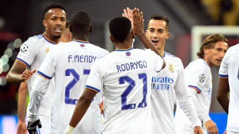 Lucas y Rodrygo celebran un gol contra el Shakhtar. (AFP)