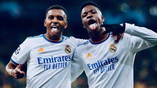 Rodrygo celebra con Vinicius su gol al Shakhtar.