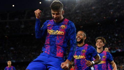 Gerard Piqué celebra su gol en el Barcelona-Dinamo de Kiev. (AFP)