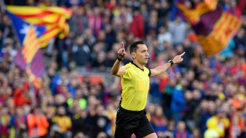 José María Sánchez Martínez, durante un Clásico en el Camp Nou. (AFP)