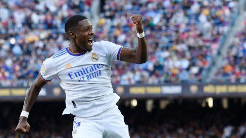Alaba celebra su gol en el Camp Nou. (AFP)