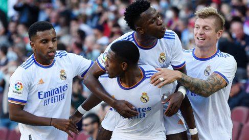 Los jugadores del Real Madrid celebran un gol ante el Barcelona. (AFP)