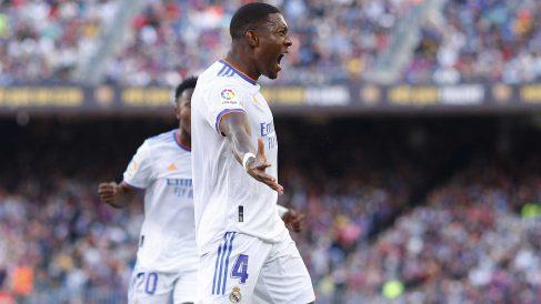 David Alaba celebra su primer gol con el Real Madrid en el Clásico (Getty)
