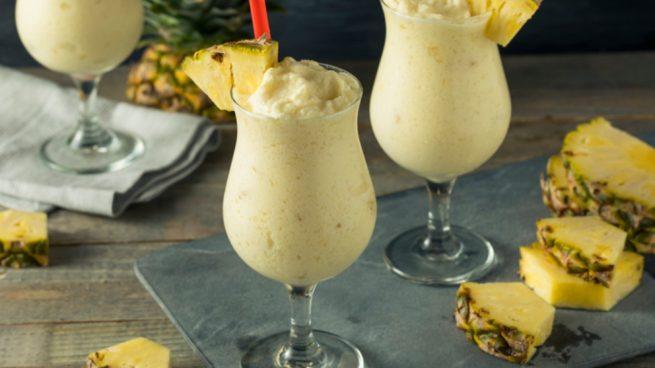 Batido o smoothie de coco y piña