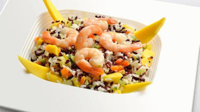 Receta de ensalada templada de arroz basmati con langostinos - Ensalada de arroz light ...