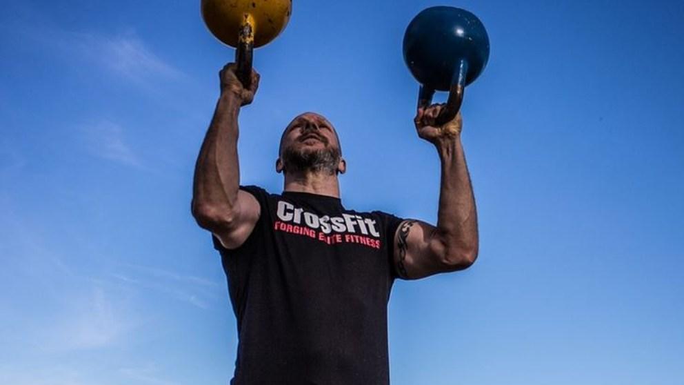 Las pesas rusas o kettlebells sirven para mejorar nuestro entrenamiento.