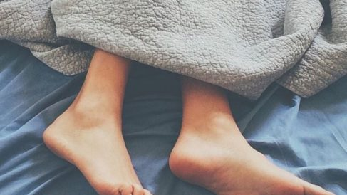 Más de la mitad de los españoles no duerme bien y utiliza el fin de semana para recuperar el sueño perdido.