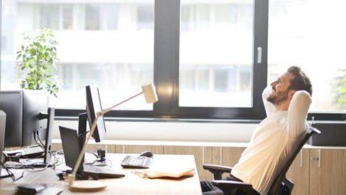 Cuando pasamos tiempo en la silla de la oficina  nos convertimos en personas sedentarias.