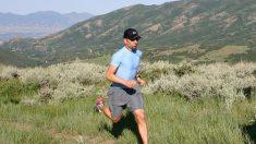 Además de las piernas, la espalda es una de las partes del cuerpo que más puede sufrir cuando corremos.