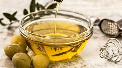 El aceite de oliva contiene polifenoles y antioxidantes.