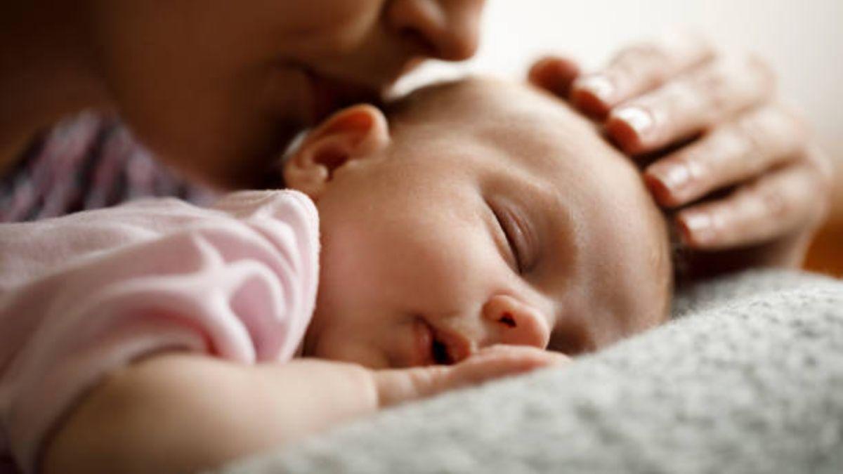 De qué modo el sueño del bebé se puede ver mejorado