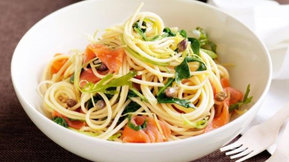 Receta de ensalada de pasta con salmón y caviar