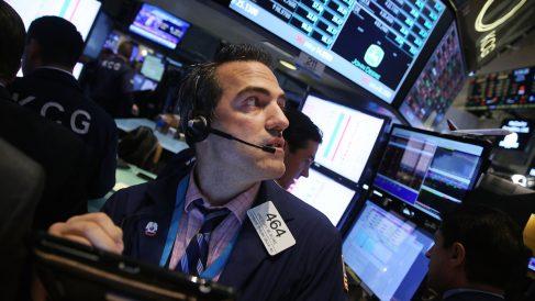 Trader en plena operativa bursátil (Foto: GETTY)