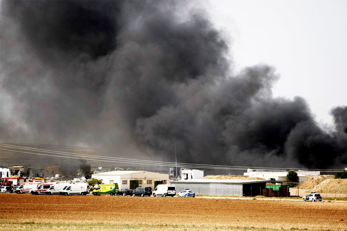 Los servicios de emergencia en el lugar de la explosión (EFE)