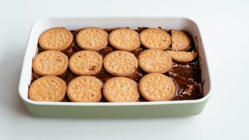 Receta de tarta de chocolate y galletas de la abuela