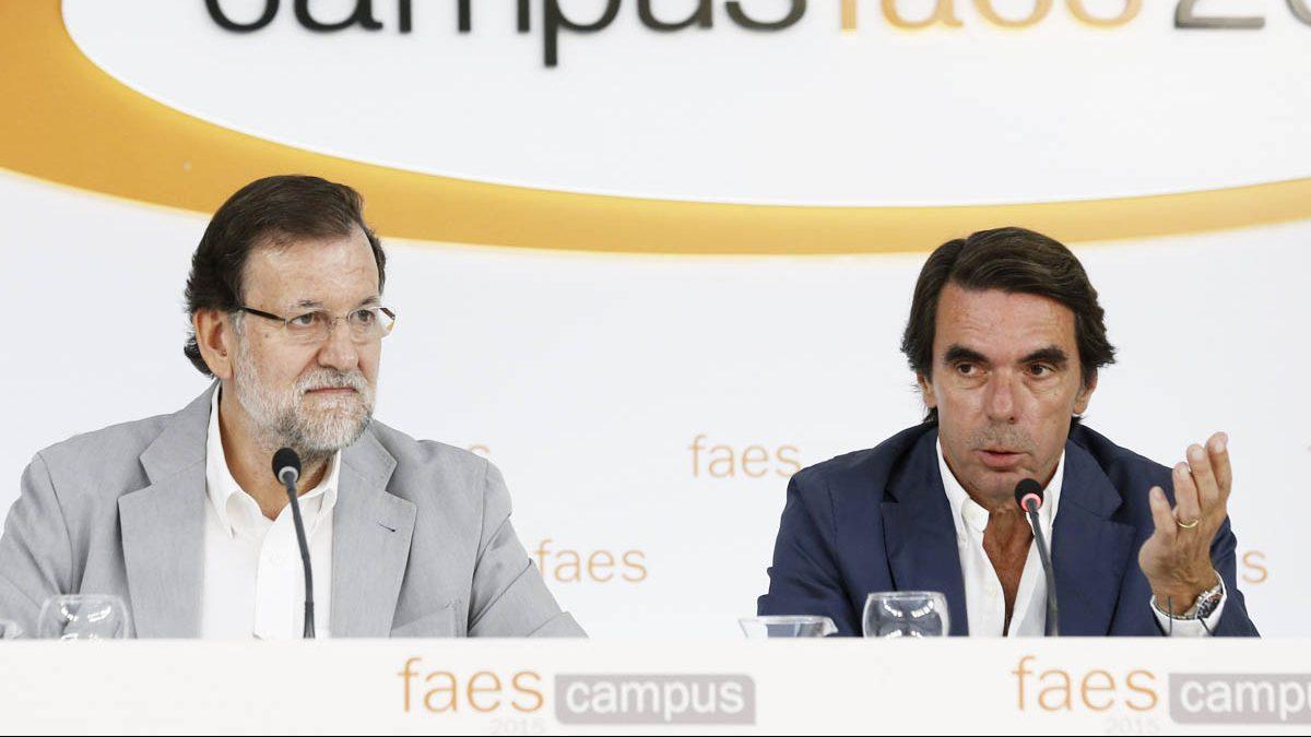 Mariano Rajoy y José María Aznar. (Foto: EFE)