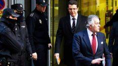 Luis Bárcenas abandona la Audiencia Nacional tras declarar ante el juez (Foto: Getty)
