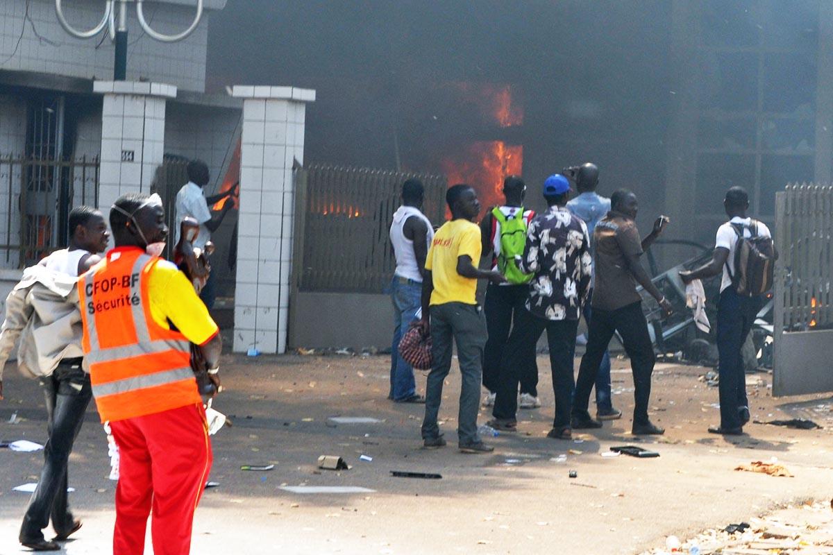 Protestas durante el anterior golpe de estado en Burkina Faso en 2014 (Foto: Getty)