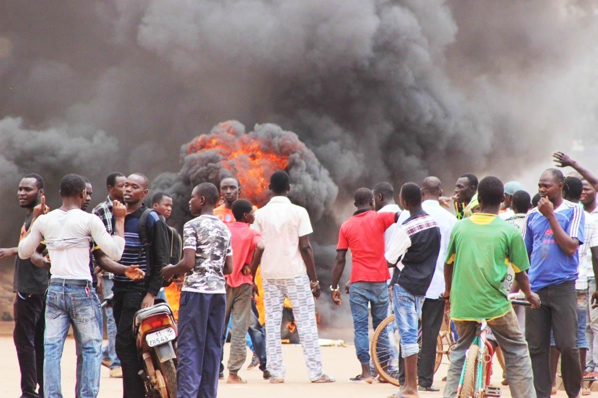 Manifestantes protestando por el último golpe de Estado en Burkina Faso, ya fracasado (Foto: Getty)