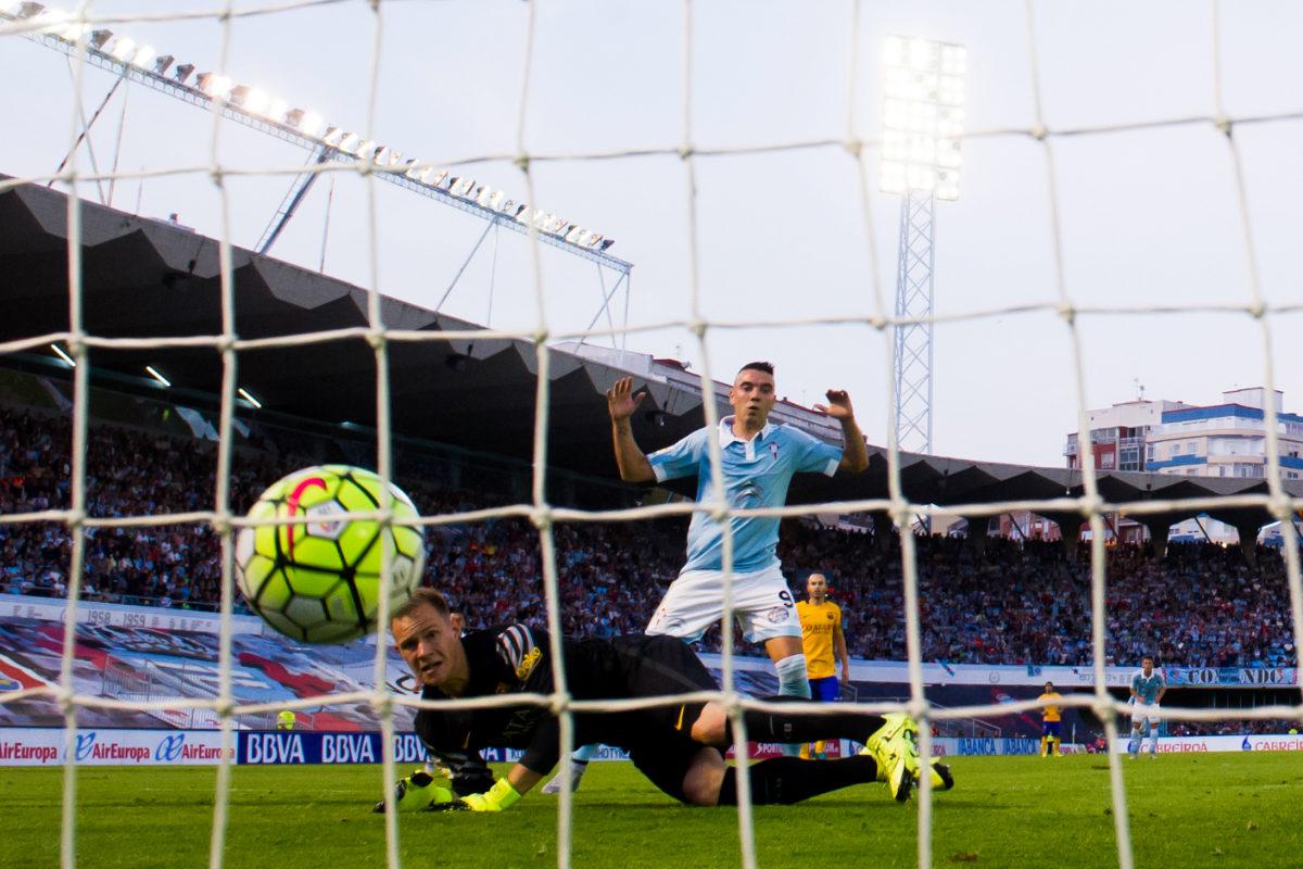 Ter Stegen recibe uno de los cuatro goles que encajó en Vigo.