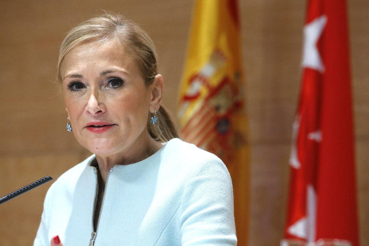 La presidenta de la Comunidad de Madrid, Cristina Cifuentes durante una rueda de prensa.  (EFE)