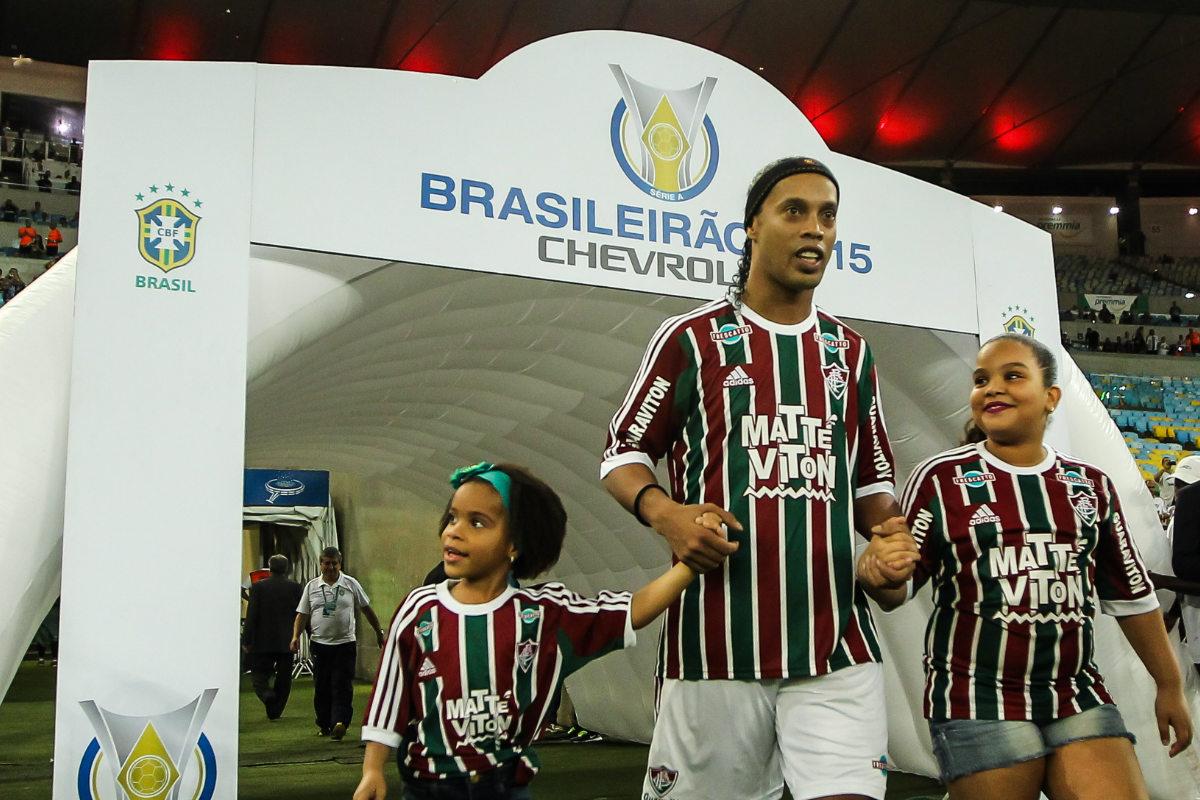 Ronaldinho entra a Maracaná en uno de sus últimos partidos con Fluminense.