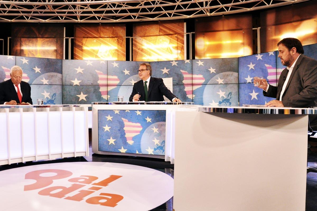 El ministro Margallo y Oriol Junqueras, durante el debate televisado anoche (Foto: EFE)