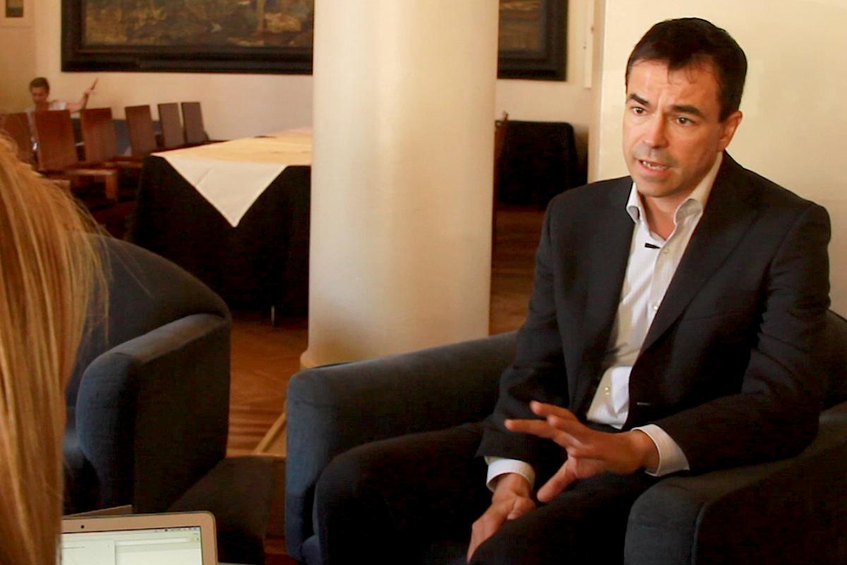 El exlíder de  UPyD, Andrés Herzog en un momento durante la entrevista con Okdiario. (Foto: Enrique Falcón)